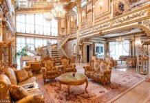قصر مطلي من الذهب