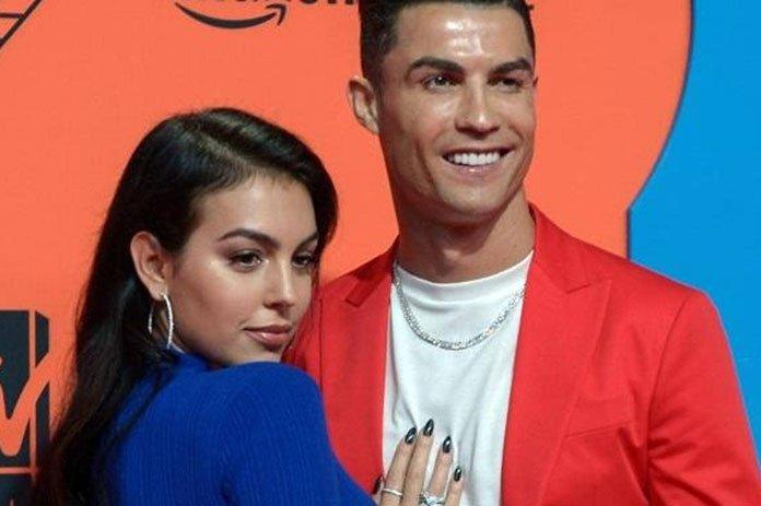 رونالدو بحبه لامتلاك المجوهرات