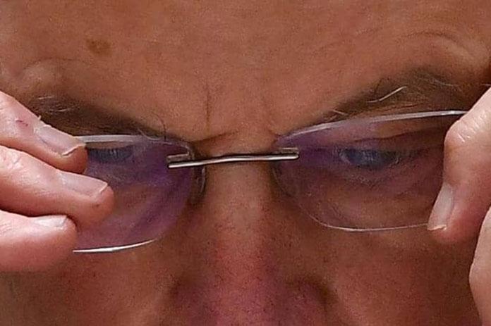علاقة ارتداء النظارات كورونا